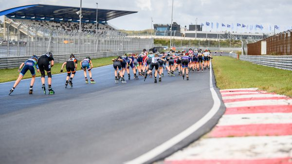 Damespeloton op het circuit van Zandvoort